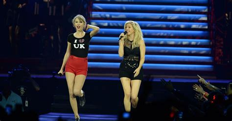 Taylor Swift and Ellie Goulding sexy duet in skimpy shorts