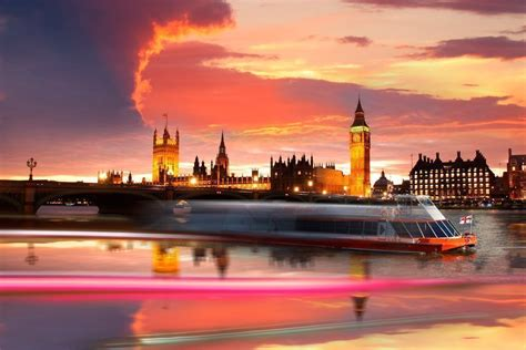 Thames Sunset Sightseeing Cruise in London