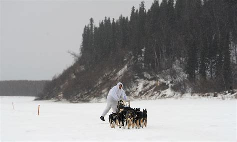 Iditarod front-runner hopes to claim 5th win